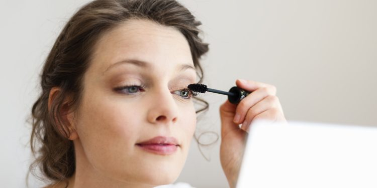 How to pick mascara for sensitive eyes?
